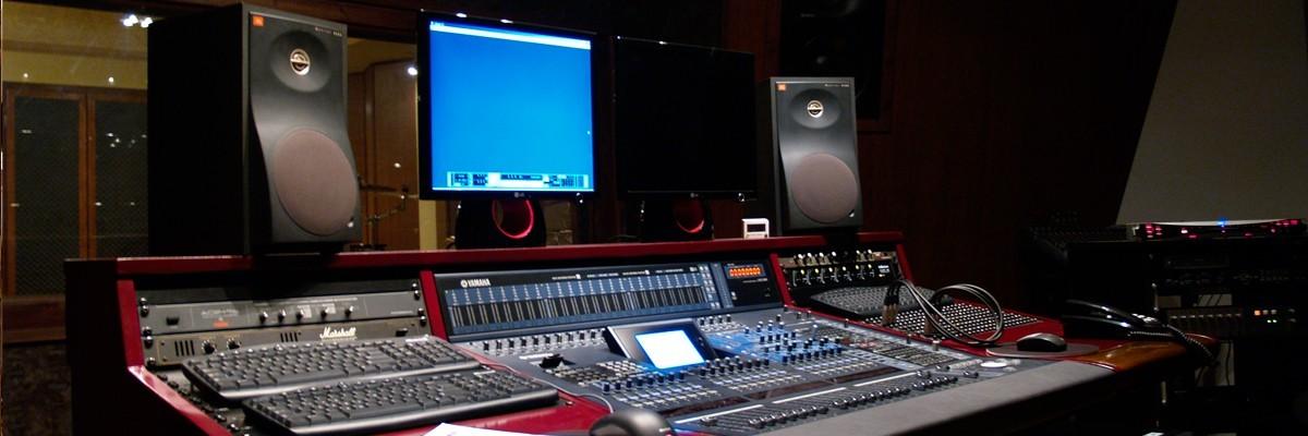 Control Room   Στούντιο Ηχογράφησης Mastering Μουσικές Παραγωγές. Το CUE είναι ένα σύγχρονο και άρτια εξοπλισμένο στούντιο ηχογράφησης και Mastering στη Θεσσαλονίκη.