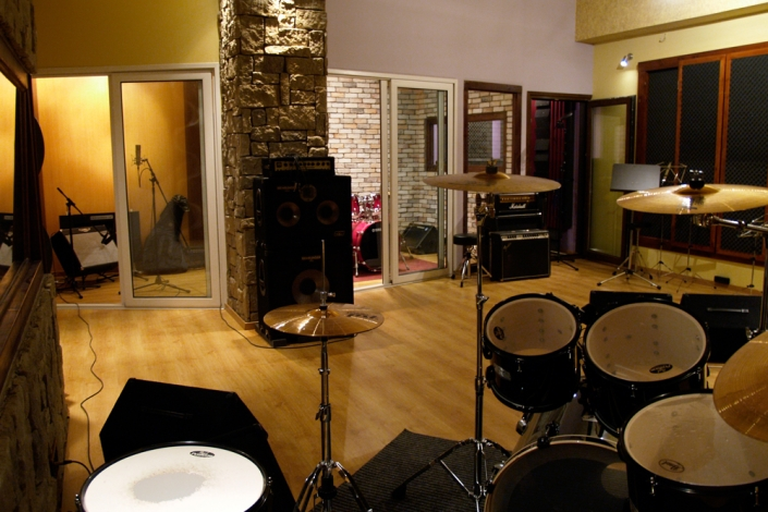 Equipment | Studio Recording Mastering Music Productions. Cue Studio Records is a modern and well-equipped recording and mastering studio in Thessaloniki.