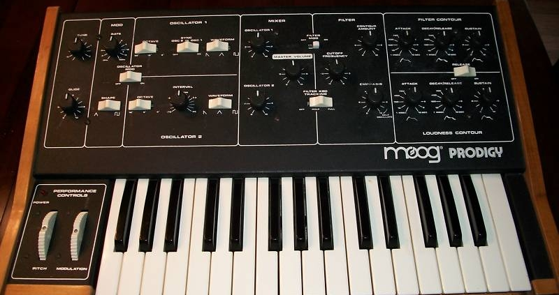 Moog prodigy (vintage) | Studio Recording Mastering Music Productions. Cue Studio Records is a modern and well-equipped recording and mastering studio in Thessaloniki.